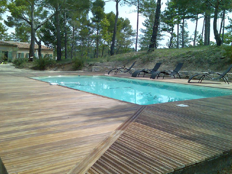 tour de piscine en bois composite Manosque